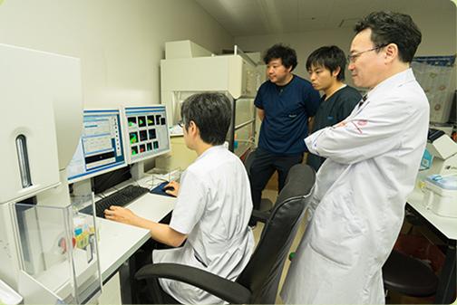 Faculty of Medical Sciences Professor Koichi Akashi | 先生の