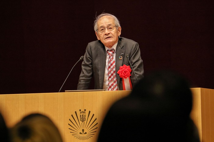 Prof. Yoshino gives special lecture